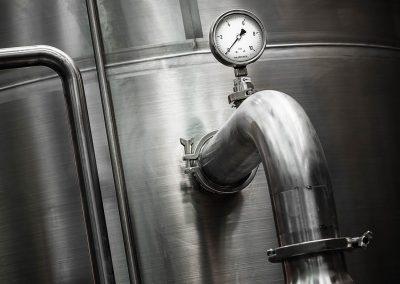 Fotografía de acero inoxidable en planta industrial